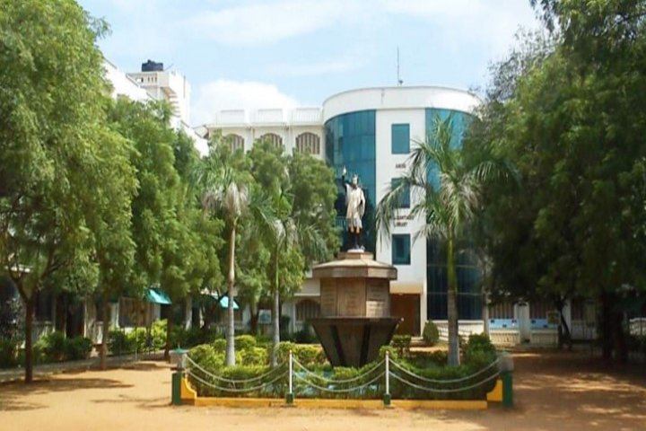 https://cache.careers360.mobi/media/colleges/social-media/media-gallery/7470/2019/3/19/Front view of St Xaviers College Palayamkottai_Campus-view.jpg